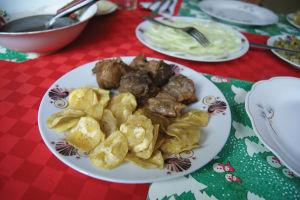 カーサで筆者らがいただいたマサ・フリータ(豚のフライ)。どこで食べても塩味が効いていた