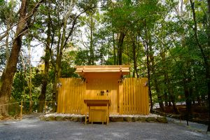 瀧祭神という小さな社