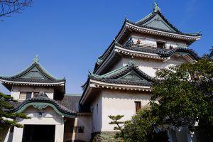 どんと構える和歌山城