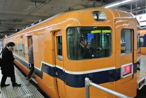 奈良行き近鉄特急