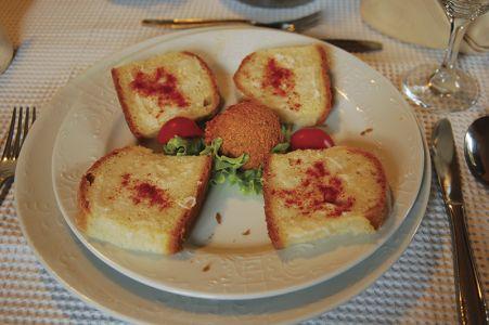 パンにも、パプリカとポークファットが大活躍=ジャコボのレストランで