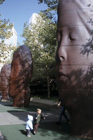 ミレニアム・パークには、シカゴ市民の顔をモチーフにしたアートがいっぱい