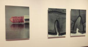 石内さんが自身の母の遺品を撮ったシリーズ「Mother's」からの展示の様子