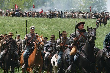 戦況を見て移動する騎馬隊