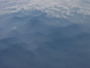 紀州連山。雲の先は西方