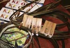 ラウハラ(ハラの木の葉)でつくるイヤリング