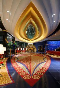 「バージュ・アル・アラブ」は内装も船のイメージ