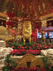 「MGM」のシンボル、ライオンも旧正月風に