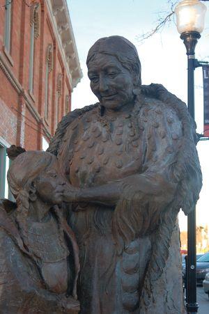 ラピッドシティー、ダウンタウンのメインストリートにあるラコタの像
