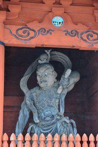 正門の大門を守る金剛力士像