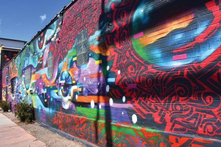 RiNoでは年に1回アートフェスティバルが開催され、ウォールアートが描き換えられる