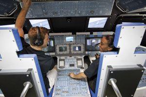 スペースシャトルの模型で宇宙飛行体験