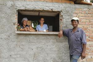 トリニダーの町の中心から離れた一角で見つけたカフェ。カメラを向けても向けなくても、とにかく素敵な笑顔