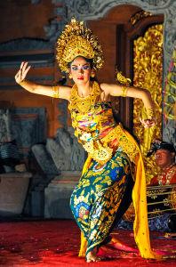 艶やかな衣装と魅惑的なバリ舞踊