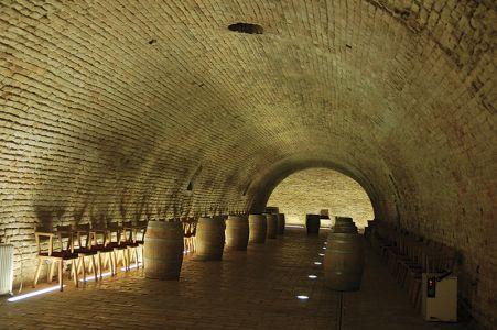 「ベリエ」の歴史あるワインセラー
