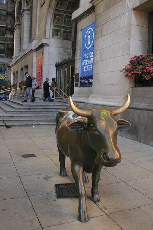 シカゴ文化センター前にいる「ブル」