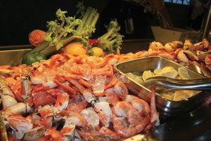 「Cabanas」のバッフェ形式のランチ。シュリンプやクラブが食べ放題