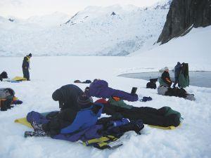 雪の上に寝袋を敷いてキャンプ=6日目、パラダイス・ハーバー