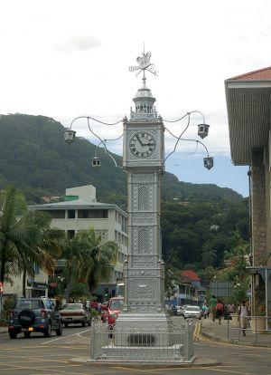 イギリスの植民地だった時代が長いセイシェル。首都ビクトリアの中心部にある時計塔は「ビッグベン」を模したもの