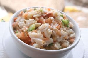 生でコリコリした貝をかじる、コンク・サラダ