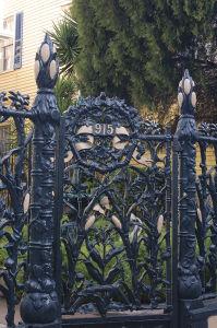 フレンチ・クオーターにある有名な「コーンストーク」の鉄柱門