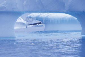 氷から覗く、ポーラー・パイオニア号=7日目、シエルバ・コーブ