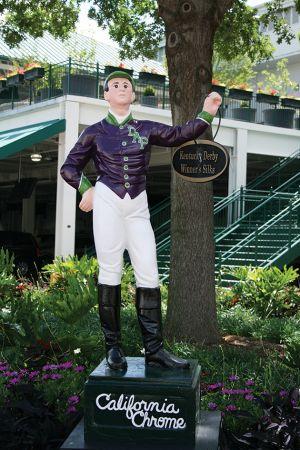 チャーチル・ダウンズにある人形は、毎年、ダービーの優勝馬のカラーに塗り替えられる。現在は2014年優勝のカリフォルニア・クロームで、ジョッキーの服の色が紫と緑に塗られている