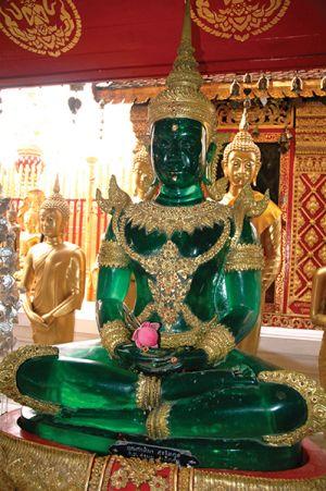 エメラルド色の仏像