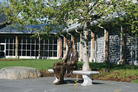 ビジターセンター入り口で出迎えるリンカーン