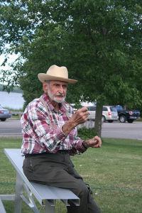 「フィッシュ・ボイル」ができるまでの間、歴史語りをするおじいさん