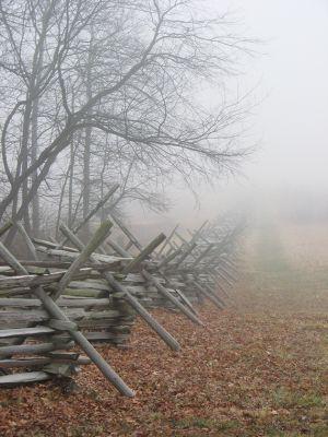 霧に覆われたゲティスバーグ古戦場