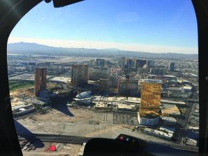 ヘリコプターから眺める「ストリップ」