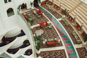 「バージュ・アル・アラブ」の美しい内装