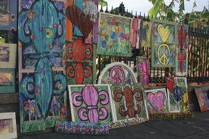 ジャクソン・スクエアで売っているアート。ハリケーン・カトリーナのがれきや廃材を使った作品もある
