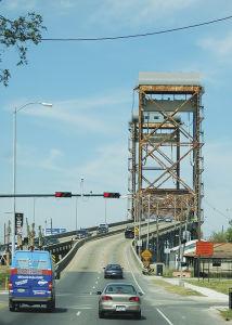 カトリーナ・ツアーに参加して、車窓から見た橋