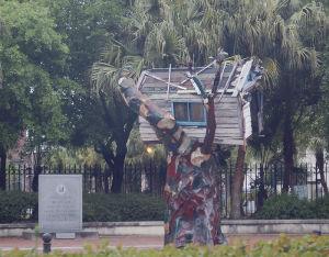 ハリケーン・カトリーナの被害者を追悼するアート・メモリアル「スクラップ・ハウス」