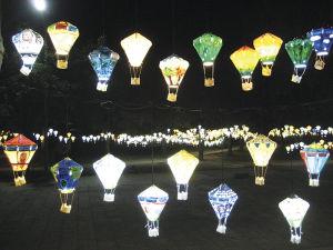 灯籠が輝く、台東のダウンタウンの公園