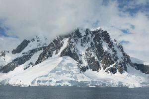 南極半島有数の景勝地、ルメール海峡=6日目