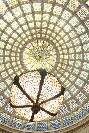 文化センター内、ティファニーのステンドグラスのドーム天井