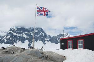 イギリスの基地跡がミュージアムと郵便局になっている=6日目、ポート・ロックロイ