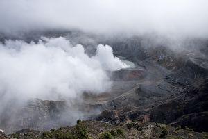 ポアズ山の火口