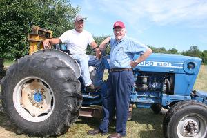シークエストのオーナー、デールさん(右)と、息子のザックさん