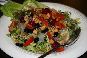 ベジタリアンとはいえ、美味しさも量も、「粗食」とは程遠い