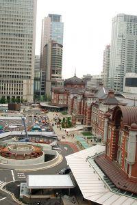 東京駅丸の内駅舎と広場