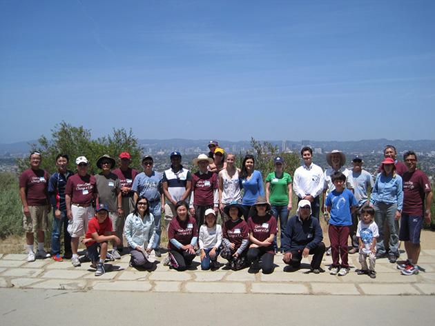 イエール大学同窓生たちと一緒にボランティア Photo © Chizuko Higuchi