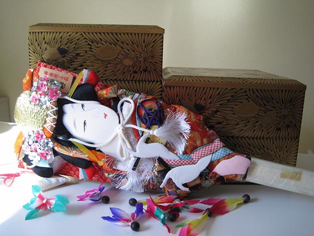 重箱と羽子板 Photo © Chizuko Higuchi
