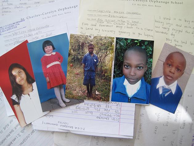 子供たちの写真と手紙 Photo © Chizuko Higuchi