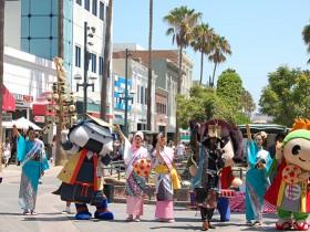 「エイエイオー!」と東北をPR=サンタモニカで Photo © Mirei Sato