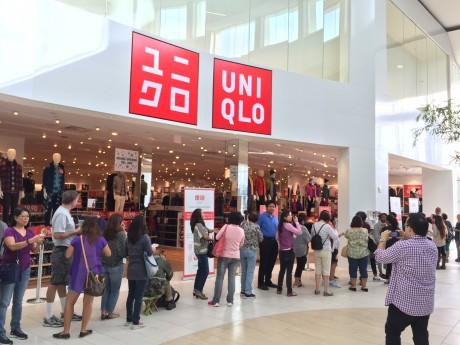 ユニクロ・トーランス店の開店前の行列