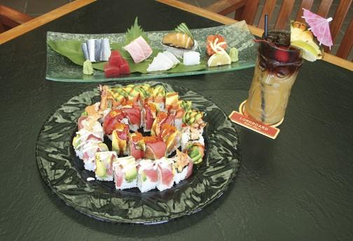 「しおの」の寿司ロールとマイタイ。新鮮な刺身は日本から輸入した高級ネタも使う Photo © Mirei Sato